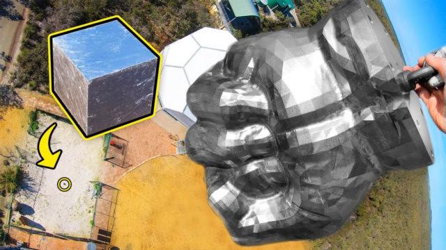 300千克的钢拳从空中砸向金属立方体,成果会如何?