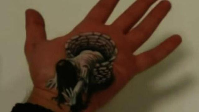 超逼真3D繪畫:手心爬出一只貞子