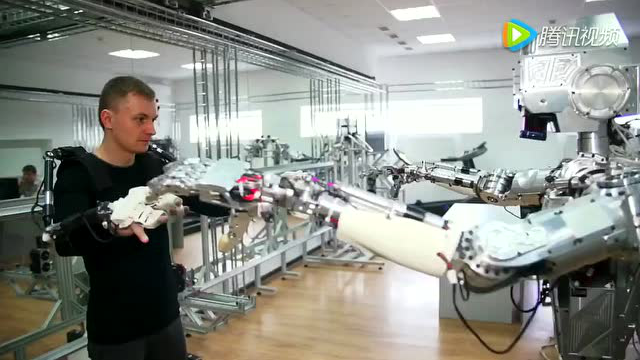 战斗民族的机械外骨骼和人形机器人