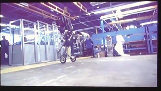波士顿动力展示拥有铰接腿和轮子的全新机器人