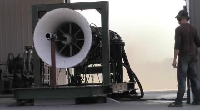 声音震撼!战斗机喷气发动机测试