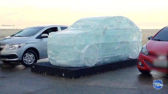 太拉风了!牛人用巨大冰块打造真实比例的车子