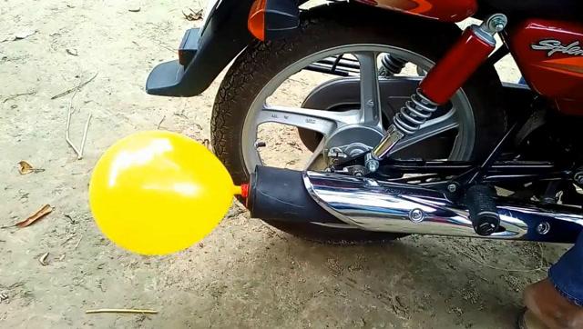 牛人用各种道具为摩托车制作消音器