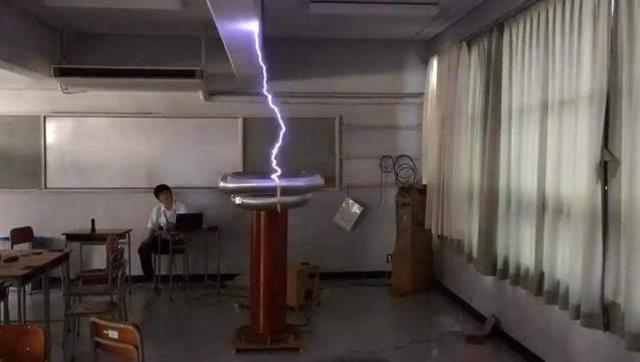 厉害了!日本高中生用高压闪电演奏动漫歌曲
