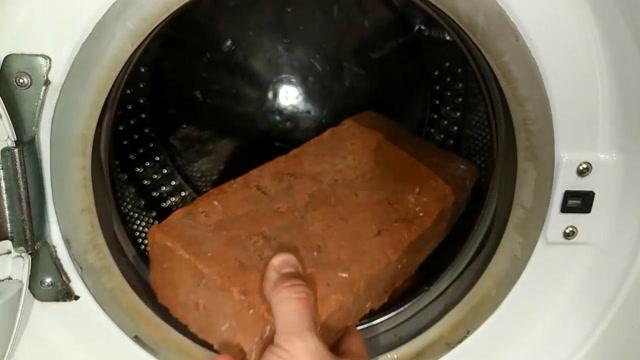 将板砖和杠铃放进洗衣机搅动,结果会怎样?