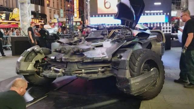 現實版的蝙蝠俠戰車,很拉風!