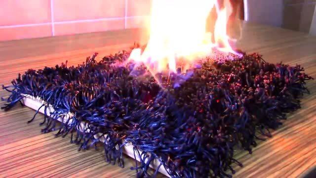 6000根火柴排成方阵后点燃 画面美的震撼人心