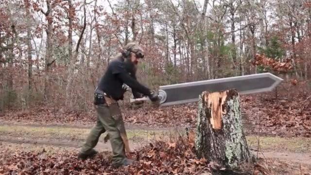美国大叔打造巨型游戏武器