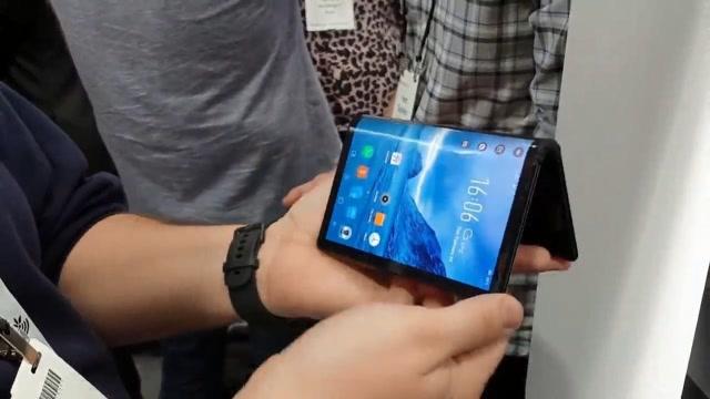 可以折叠的智能手机,柔宇FlexPai上手体验!