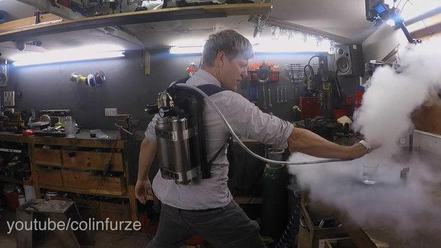 老外打造X战警冰人掌式液氮冷冻炮