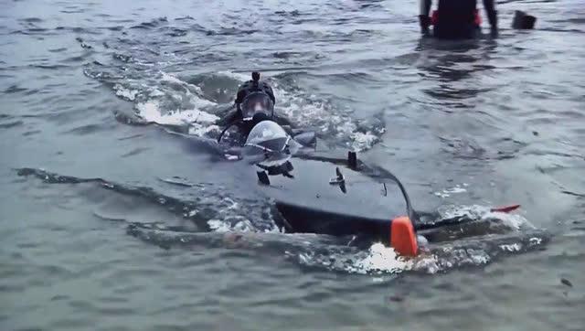 3秒下潜100米!世界最快个人潜艇亮相