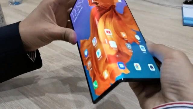华为5G折叠屏Mate X上手体验,看看表现如何!