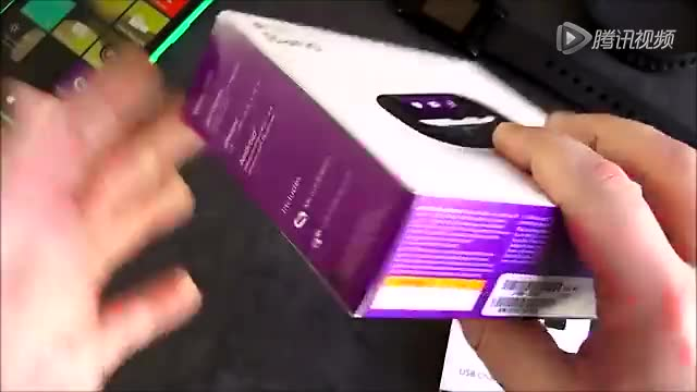 微软首部运动手环Band开箱上手体验