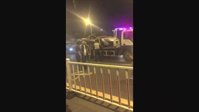 千万豪车迈凯伦P1中国首撞:彻底悲剧