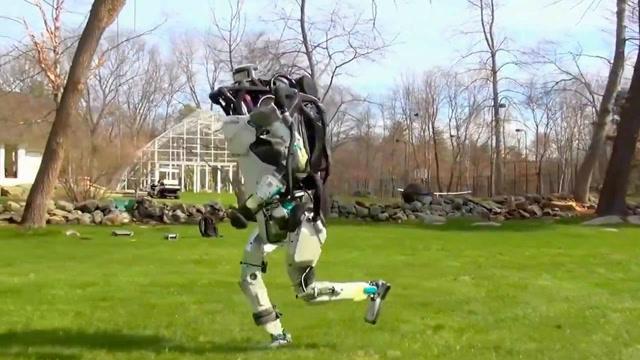 波士顿机器人再进化:一路小跑和人类没区别