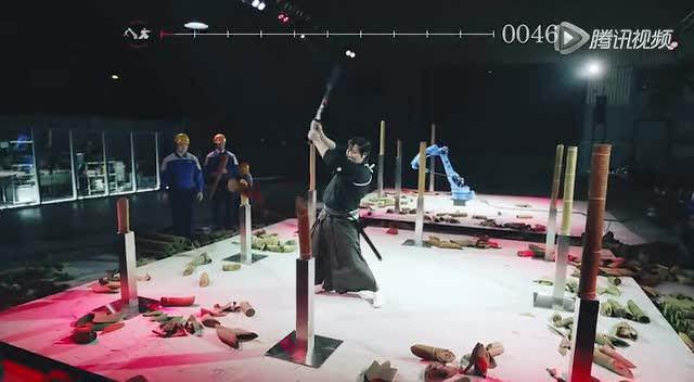 牛X!机器人单挑快刀劈碎飞来子弹的武士