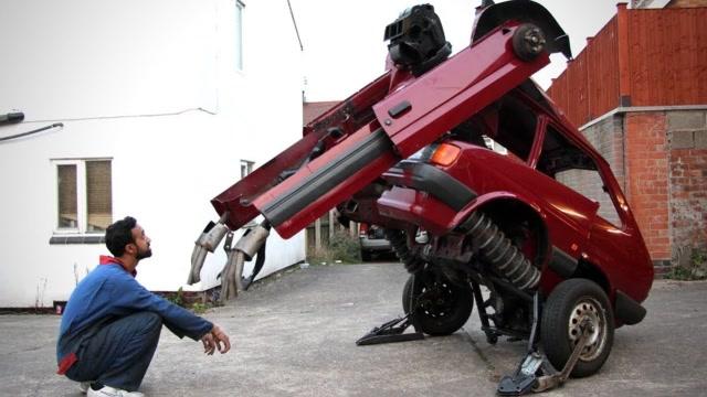 厲害了!技術牛人將汽車改造成變形金剛