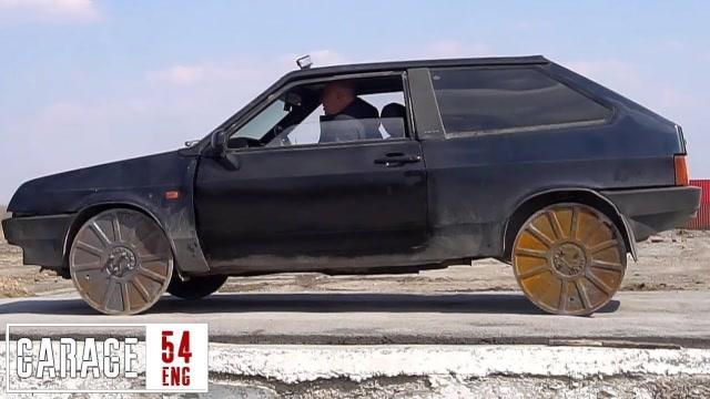 脑洞太大了!牛人用井盖制作车轮,能正常行驶吗?