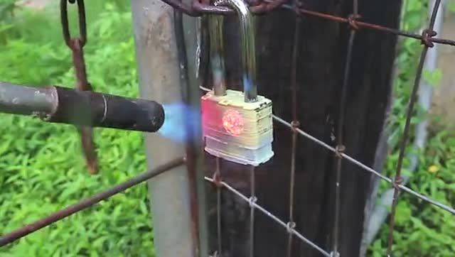 熊叔实验室:防火锁能顶住喷火罐的测试吗