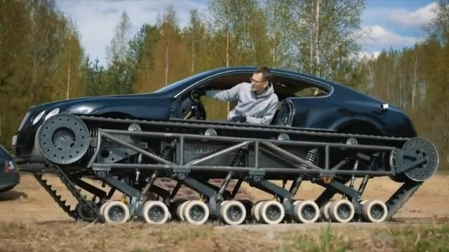俄羅斯人將汽車改裝成坦克,太牛了!