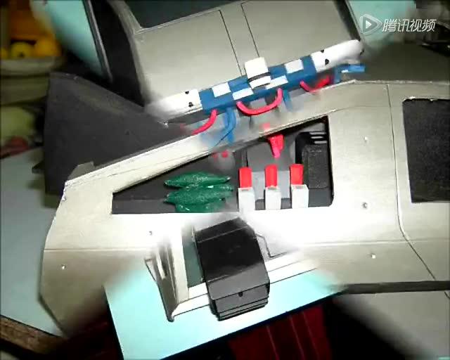牛人打造《回到未來》遙控飛車