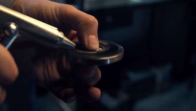 手工帝自制超高转速指尖陀螺 厉害了我的哥!