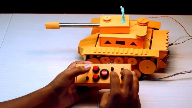 手真巧!看牛人如何制作一輛遙控坦克