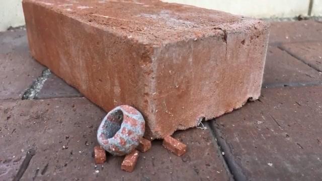 牛人用砖头做出一枚戒指,这才是真正的技术活