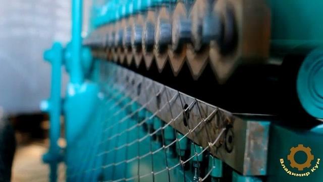 這個機器厲害了,鋼板瞬間變成鋼筋網