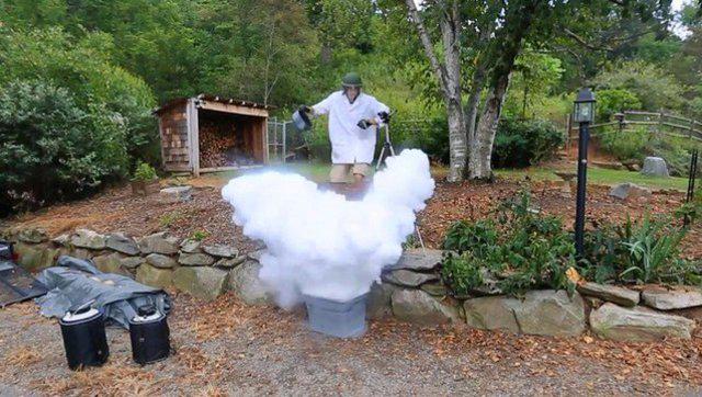 熊叔实验室:开水倒进液氮里会发生什么