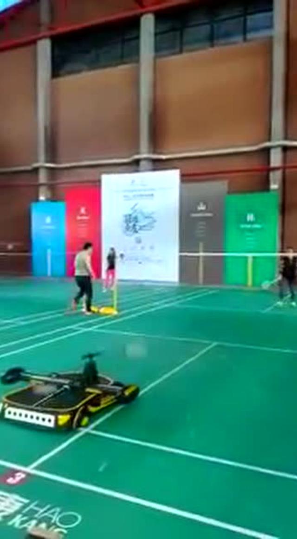 你会打羽毛球吗?这个国产机器人能虐哭你
