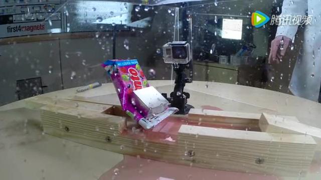 慢镜头展示钕磁铁超强摧毁能力