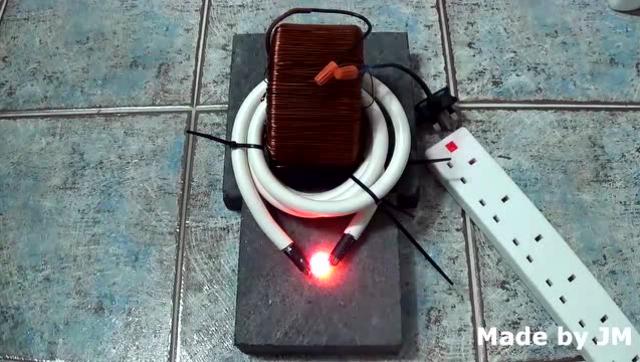 大神自制1000A大电流变压器 硬币瞬间被击穿!