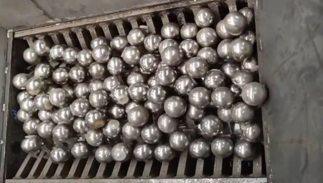 將1000個金屬球放進粉碎機,結果會怎樣