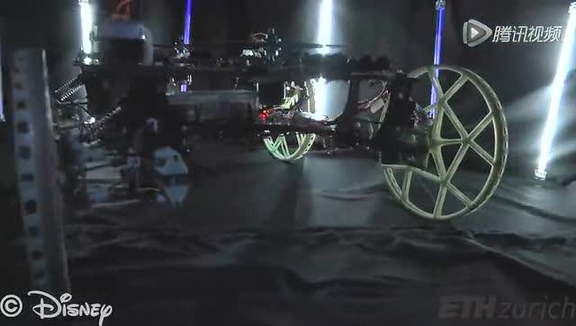 迪士尼黑科技:车子撞到墙?直接开上去!