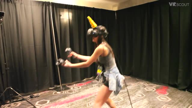 """玩VR要小心受伤 VR网球游戏真的能""""手残"""""""