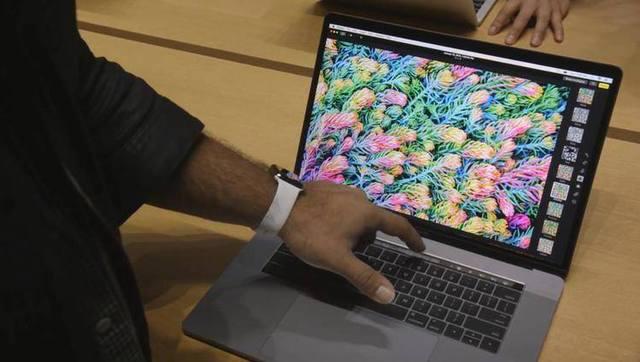 全新MacBook Pro上手:OLED触摸条大亮!