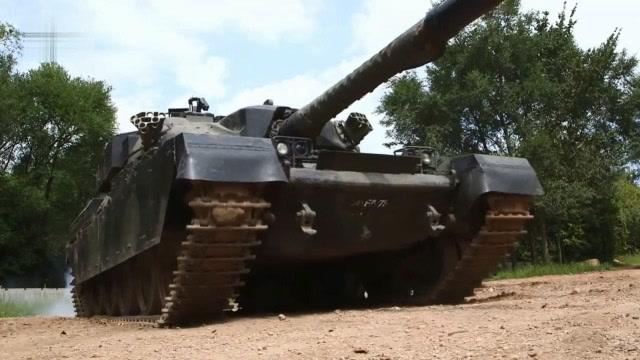 最新军用打火机吊打ZIPPO,坦克也压不坏