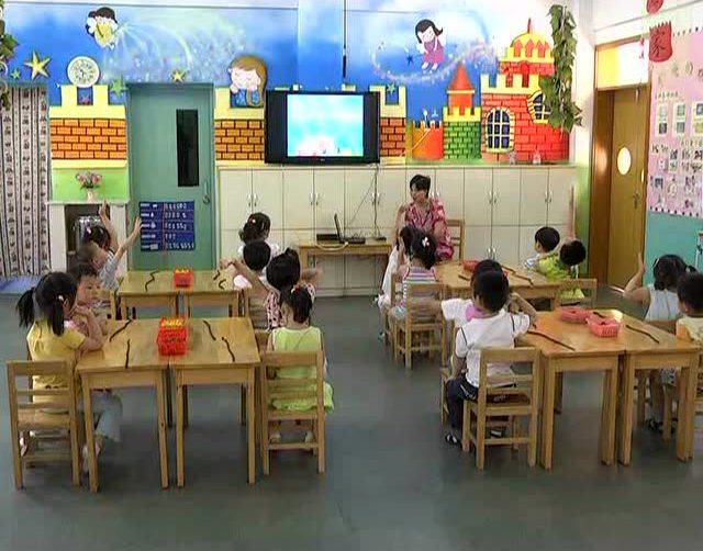 幼儿园示范课 小班美术《兔妈妈的项链》