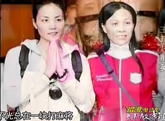 王菲素颜现身庆功宴!