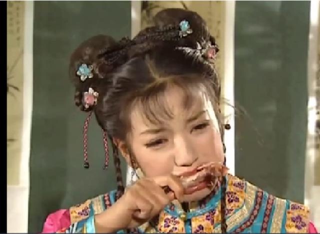 《还珠格格》到底先让小燕子吃哪个呢?集体投食委屈落泪-新还珠小图片