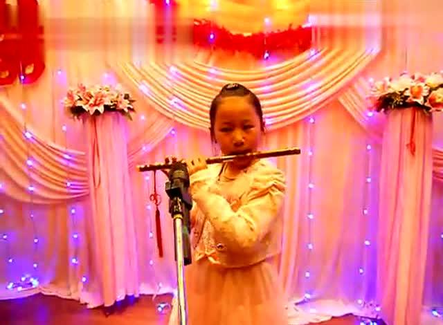 8岁小姑娘笛子演奏《西游记》主题曲《敢问路在何方》完美