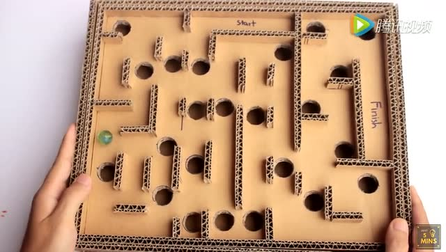 如何用纸箱制作迷宫游戏