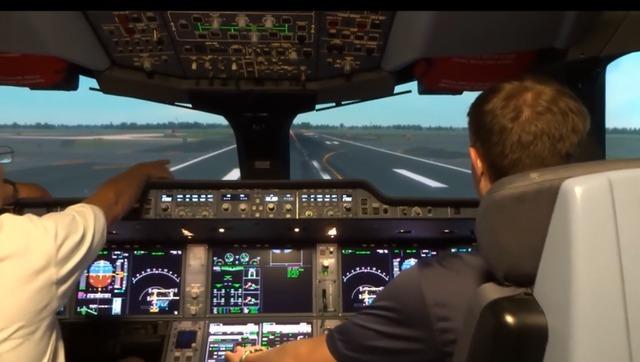 模拟器中开飞机的!