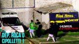 南美业余联赛现群殴 各种飞腿球员得抬着走