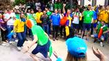 爱尔兰和瑞典球迷当街戏耍斗牛 打脸西班牙
