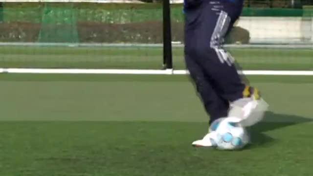 视频:汤姆-拜尔足球训练之脚掌踩拉球练习