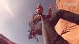 视频:国外高手挑战人类极限 峭壁悬崖玩秋千