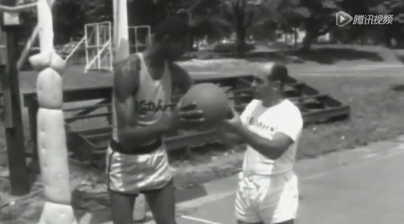 张伯伦成长生涯全回顾 早年NBA画面经典重现截图