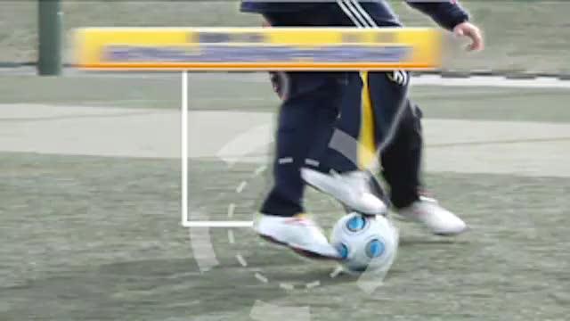 视频:汤姆足球训练脚弓带球+脚尖捅加速突破